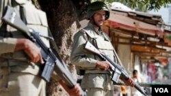 Pasukan paramiliter Pakistan siap untuk menembak di tempat jika menghadapi penyerang bersenjata yang telah menewaskan sedikitnya 85 orang di Karachi (8/7).