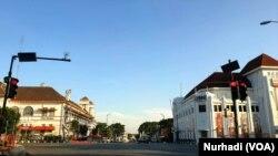 Kawasan Nol Kilometer Yogyakarta yang biasa menjadi pusat wisata kini sepi di tengah diberlakukannya PPKM di tengah pandemi COVID-19, 16 Juli 2021 (Foto:VOA/ Nurhadi)