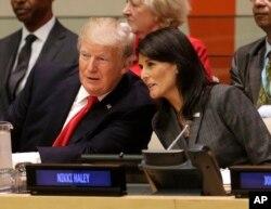 Predsjednik SAD sa američkom ambasadorkom u UN-u Nikki Haley