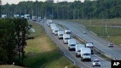 러시아에서 우크라이나로 향하는 구포물자 행렬이 12일 보로네츠 지역을 지나고 있다. 우크라이나는 러시아 차량이 자국에 들어가도록 허용하지 않을 것이라고 밝혔습니다.