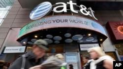 En marzo la empresa dijo querer completar un acuerdo de comunicaciones por teléfono móvil con el monopolio cubano Empresa de Telecomunicaciones de Cuba (Etecsa).