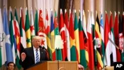 Rais Donald Trump ahutubia katika Mkutano wa Waarabu Waislam Wamarekani huko Saudi Arabia