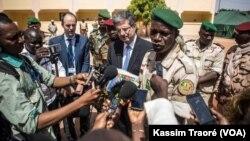 Le Conseil de sécurité au Mali, le 21 octobre 2017. (VOA/Kassim Traoré)