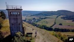 Almanya'da birleşme öncesi doğu ve batıyı ayıran sınırlardaki gözetim kuleleri