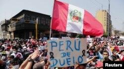 秘魯臨時總統梅里諾辭職後首都利馬街頭民眾的反應。