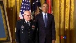 2014-09-16 美國之音視頻新聞: 奧巴馬向越戰退伍軍人頒發榮譽勳章
