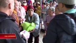 Cứu trợ đồng bào chịu thiệt hại bão lụt miền Trung