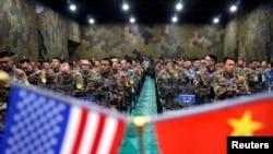 """2018年11月17日,美國陸軍和中國軍人參加在南京附近舉行的""""災害管理交流會""""閉幕式。"""