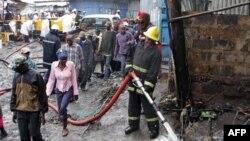 Vatrogasci na mestu nesreće u Najrobiju