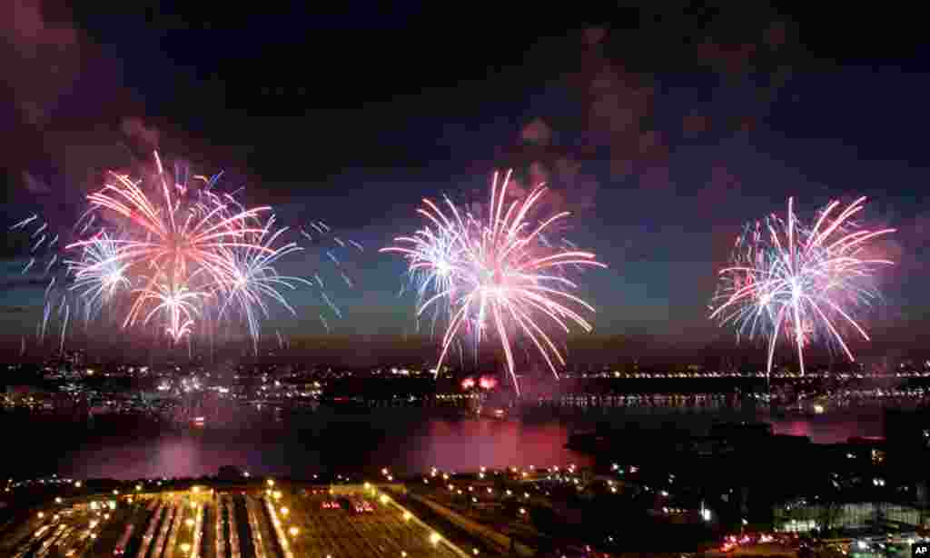 Fireworks explode over the Hudson River in New York, Monday, July 4, 2011. (AP Photo/Seth Wenig)