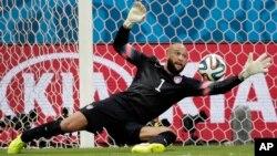 Una de las tantas salvadas de Tim Howard durante el partido contra Bélgica.