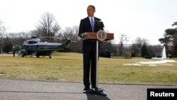 Presiden Amerika Barack Obama menyampaikan sambutan terkait situasi di Ukraina sebelum meninggalkan Gedung Putih, Washington DC dengan helikopter 'Marine One' (20/3).