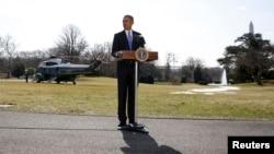 Обама на галявині позаду Білого дому. 20-те березня.