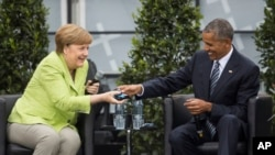 Nemačka kancelarka Angela Merkel i bivši američki predsednik Barak Obama na konferenciji u Berlinu.