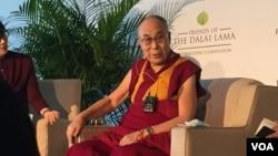 達賴喇嘛演說前舉行記者會(美國之音記者李逸華攝)
