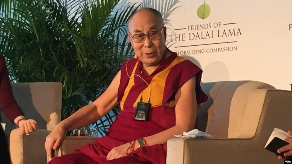 达赖喇嘛演说前举行记者会。(美国之音记者李逸华摄)