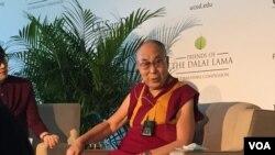 達賴喇嘛在記者會上(資料照片)