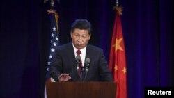 시진핑 중국 국가주석이 22일 미국 워싱턴 주 시애틀에서 가진 미-중 기업가 대표들과 만찬에서 연설하고 있다.