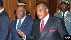 Président ya Gabon, Ali Bongo Ondimba na mokokani wa ye ya Congo, Denis Sassou Nguesso na N'Djamena, Tchad, 18 avril 2013.