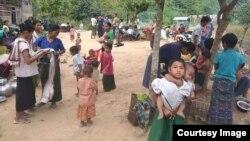 ဘူးသီးေတာင္ျမိဳ႕နယ္ စိုင္းဒင္ေစ်းရြာေရာက္ စစ္ေရွာင္မ်ား ဓါတ္ပုံ -MP Oung Thaung Shway
