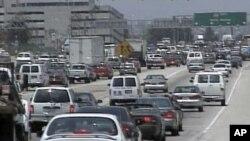 چین میں گاڑیوں کی بڑھتی ہوئی تعداد سے آلودگی میں اضافہ ہورہاہے