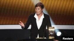 Abby Wambach được trao giải Cầu thủ nữ xuất sắc nhất thế giới của FIFA năm 2012.
