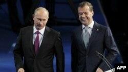 Zamena uloga sledeće godine: Vladimir Putin i Dmitrij Medvedev