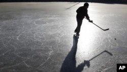 ฮ็อคกี้น้ำแข็งกำลังได้รับความนิยมมากขึ้นในหมู่เด็กจีน