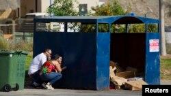Cư dân Israel ẩn núp sau khi có cảnh báo tên lửa tại Ashdod, ngày 14/7/2014.