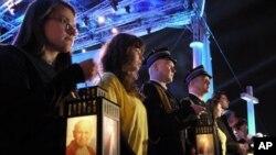 波兰华沙的信众捧着灯笼,参加约翰保罗二世被宣福的守夜祈祷