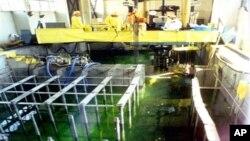 Các thanh nhiên liệu hạt nhân đã dùng được lưu giữ trong một bể làm nguội tại cơ sở hạt nhân ở Yongbyon, Bắc Triều Tiên.