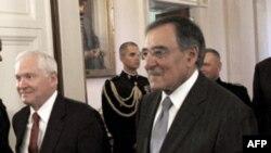 Bộ trưởng Quốc phòng Hoa Kỳ Robert Gates (trái) và Giám đốc CIA Leon Panetta (phải)