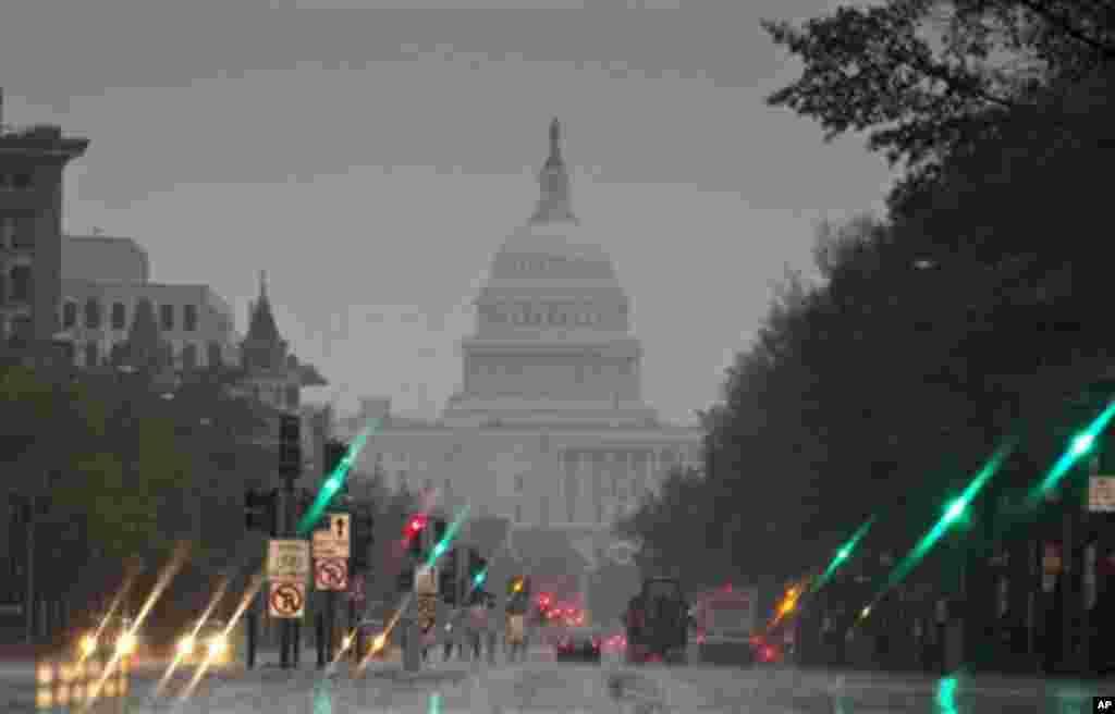 Вашингтон. Капитолий за стеной дождя