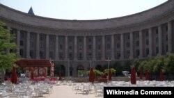 """Markas Besar Badan Perlindungan Lingkungan Amerika (EPA) di Washington DC yang semula bernama gedung Ariel Rios, diganti namanya menjadi Gedung """"William Jefferson Clinton"""" (Foto: Wikipedia)."""