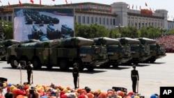 지난해 9월 베이징 톈안먼 광장에서 열린 전승절 70주년 기념 열병식에 중국군 DF-21D 지대함 탄도미사일이 등장했다. (자료사진)