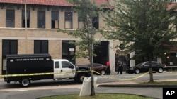 Les services de sécurité ont bouclé le périmètre pour des investigations après une fusillade dans une boîte de nuit de l'Arkansas, dans le sud des Etats-Unis, 1er juillet 2017.