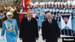 Russia's President Vladimir Putin, right, and Turkey's President Recep Tayyip Erdogan review an honor guard during a welcoming ceremony in Ankara, Dec. 1, 2014. (REUTERS/Umit Bektas)