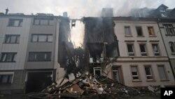 Una casa fue destruida tras una explosión en la ciudad de Wuppertal, en el occidente de Alemania. Autoridades dicen que 25 personas resultaron heridas.Junio 24 de 2018.