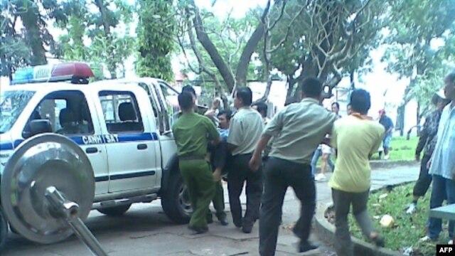 Học viên Pháp Luân Công bị bắt ngày 2/2/12 tại công viên Lê Văn Tám