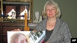 林·拉塞尔及其女儿的照片,其女儿被前男友杀害