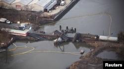 El puente sobre el río Delaware colapsó con el descarrilamiento del tren en Paulsboro, New Jersey.