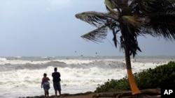 Bão nhiệt đới Erika rút ra khỏi khu vực Guayama, Puerto Rico, hôm thứ Sáu, 28/8/2015.