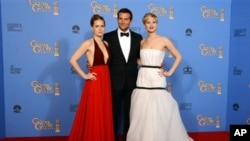 Amy Adams, (ဝဲ)၊ Bradley Cooper and Jennifer Lawrence,