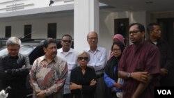 Koalisi Menolak Lupa Korban Pelanggaran HAM mendesak Pepabri untuk membuka kembali dokumen Dewan Kehormatan Perwira seputar pemecatan mantan Pangkostrad Letjen Prabowo Subianto, di Jakarta, 27 Mei 2014 (Foto: VOA/Andylala)