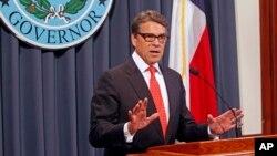 """""""Es indignante que alguien use la teatralidad política para dañar (...) la constitución de nuestro estado"""", descargó Perry."""