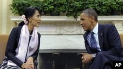 Ο Πρόεδρος Ομπάμα με την ηγέτη της αντιπολίτευσης στη Βιρμανία Αούγκ Σανγκ Σου Κι