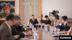 El vicepresidente Arreaza dirigió la reunión en la que participaron representantes de los poderes del Estado venezolano. (Foto: Prensa Miraflores)