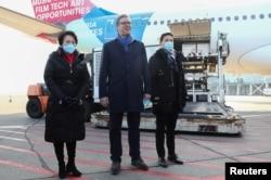 Predsjednik Srbije Aleksandar Vučić dočekao kineske vakcine Sinopharm na aerodromu Nikola Tesla u Beogradu, 16. januar 2021.