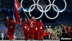 지난 2010년 캐나다 밴쿠버 동계올림픽 개막식에서 북한 선수단이 입장하고 있다.