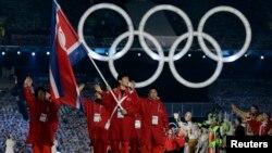 지난 2010년 2월 캐나다 밴쿠버 동계올림픽 개막식에서 북한 선수단이 입장하고 있다. (자료사진)